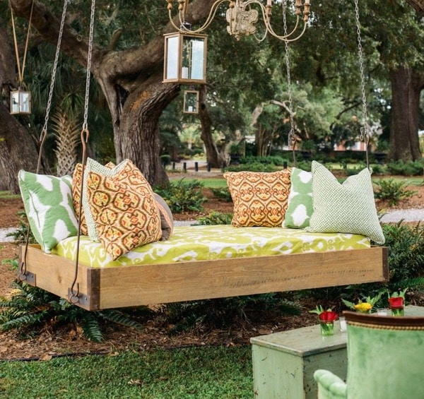 DIY wooden garden swing 2021